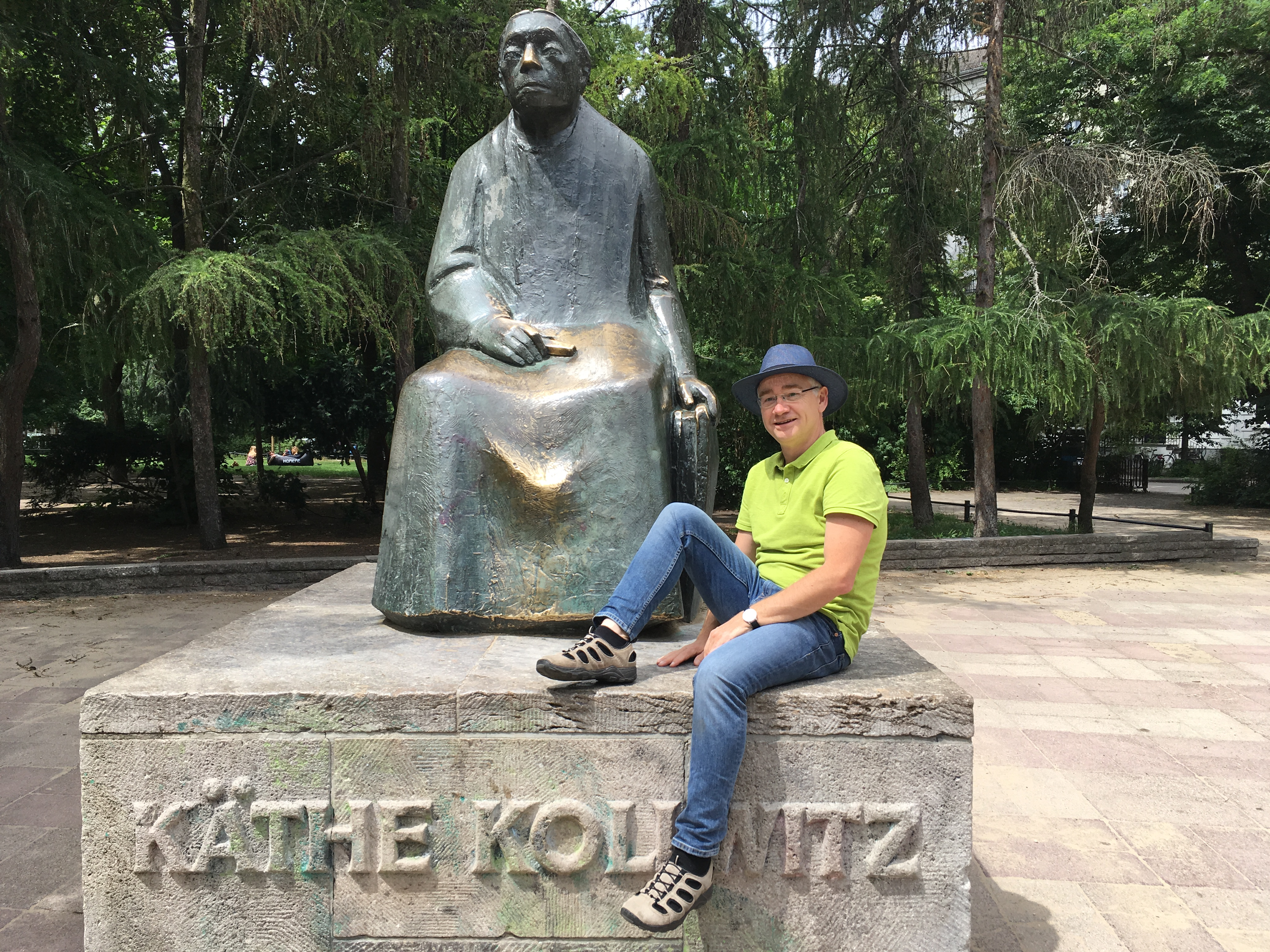 Michael Bienert führt auf Kollwitz' Spuren durch den Kiez (Constanze Nauhaus)