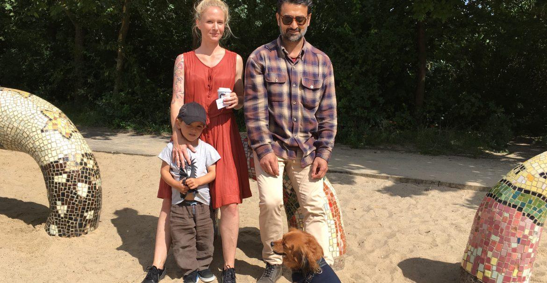 Gerade die Harmonie zwischen Hunden und Kindern schätzt Daniel aus Kopenhagen an Berlin sehr. (Foto: Constanze Nauhaus)