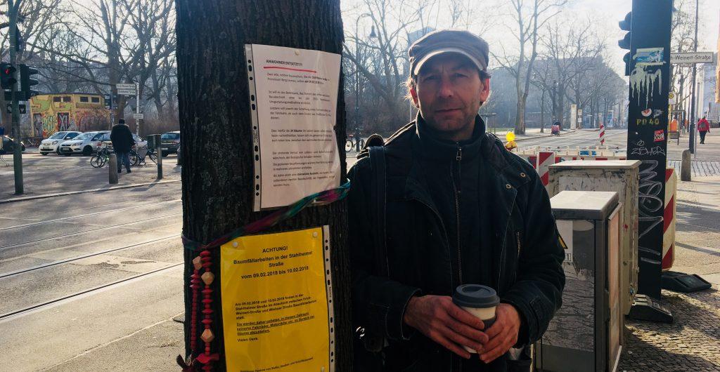 Anwohner Ronald Lohse ist entsetzt über die Baumfällungen (Foto: Constanze Nauhaus)