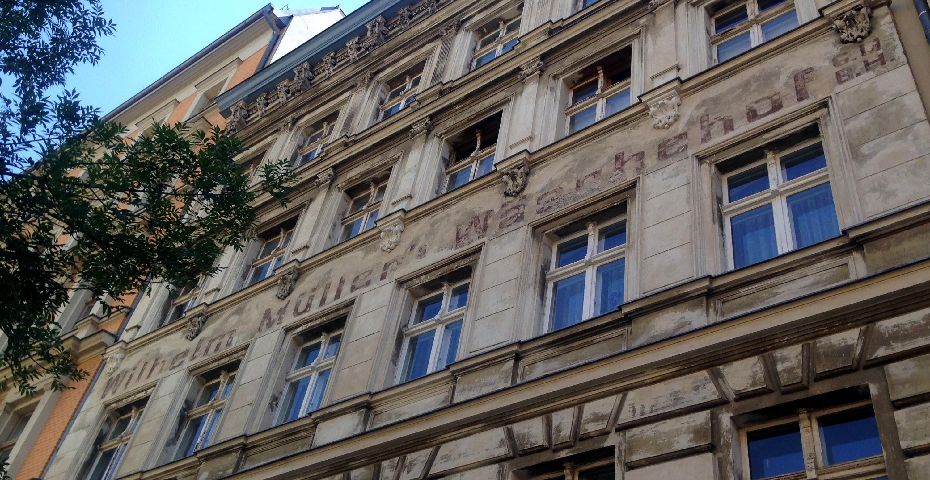 Fassade Schriftzug Prenzlauer Berg