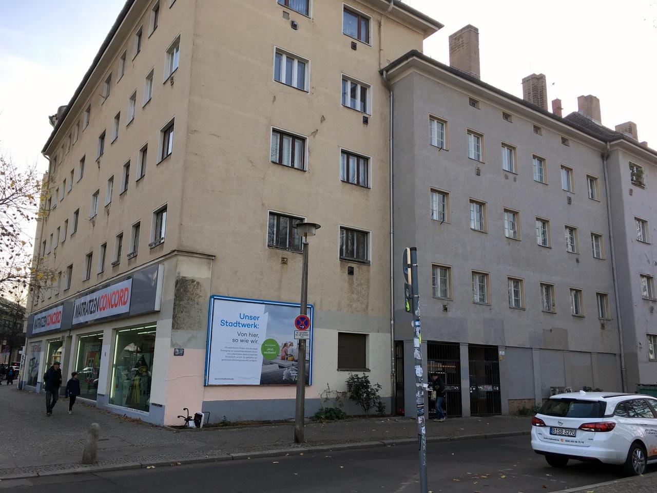 Um diesen Gebäudekomplex geht es: Schönhauser Allee / Ecke Topsstraße / Foto: Victoria Scherff